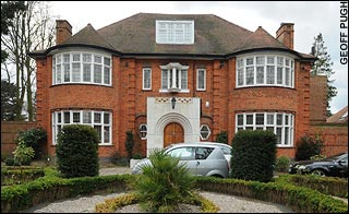 File:Ely Calil london home.jpg