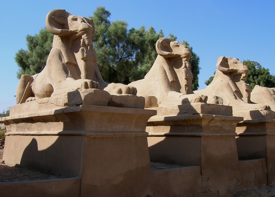 File:Avenue-of-sphinxes.jpg