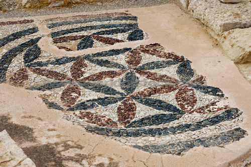 File:Remains Of Ancient Pebble Mosaic Floor Ornament Of Late Hellenistic Period At Roman Agora The Archaeological Site Of Kourion In Cyprus 2007.jpg