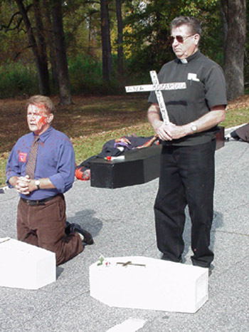 File:Martin sheen and Jesuit protest.jpg