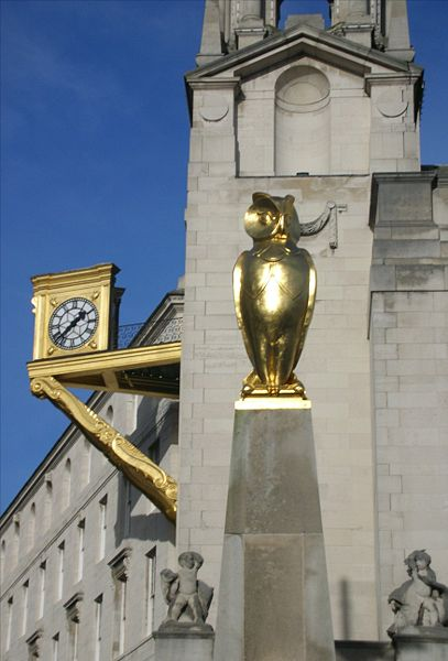 File:Leeds Civic Hall golden owl.jpg