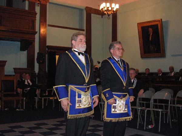File:Two standing masons.jpg