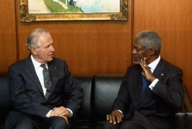 File:Robert Shafer - Kofi Annan.jpg